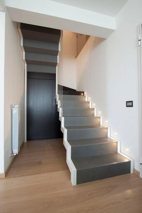 Laboratorio di Progettazione Claudio Criscione Design Pasillos, vestíbulos y escaleras de estilo moderno