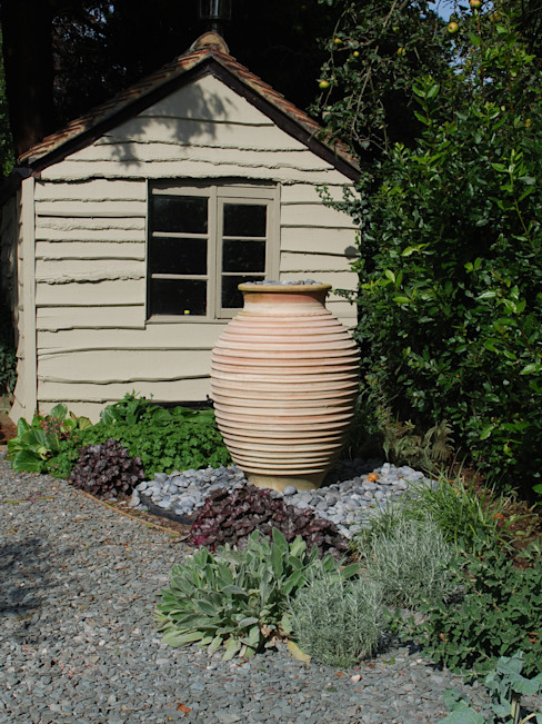 Private family garden Viridian Landscape Studio Garten im Landhausstil
