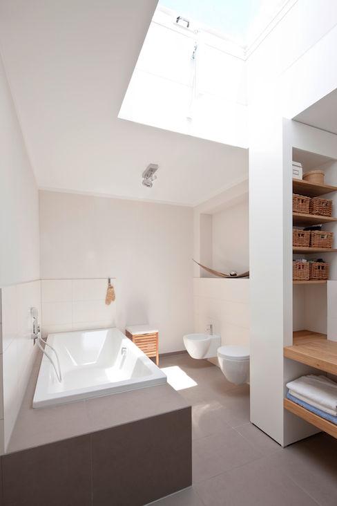 in_design architektur Modern bathroom