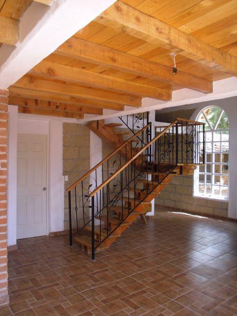 Escalera IDEA Studio Arquitectura Pasillos, vestíbulos y escaleras de estilo rústico