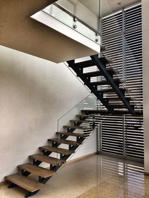 REM Arquitectos Modern corridor, hallway & stairs