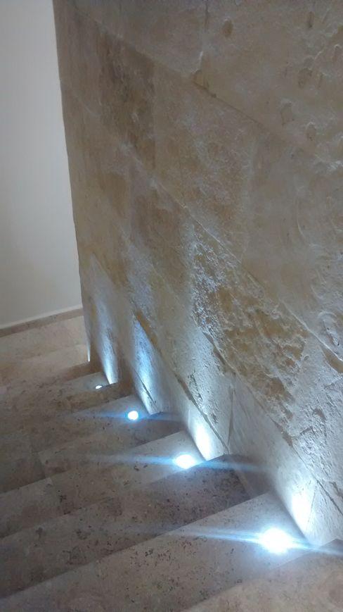 Escaleras Principales Vortex Arquitectos Pasillos, vestíbulos y escaleras mediterráneos
