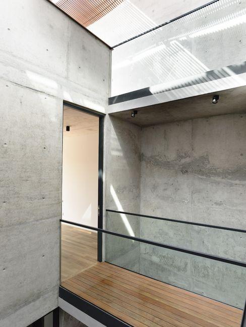 HYLA Architects الممر الحديث، المدخل و الدرج