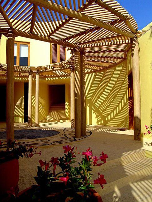 Casa Caracol BR ARQUITECTOS JardínPérgolas, toldos e invernaderos