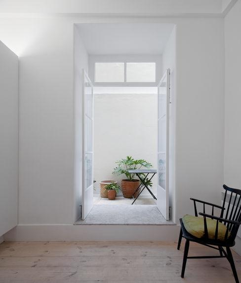 José Adrião Arquitectos Puertas y ventanas de estilo clásico
