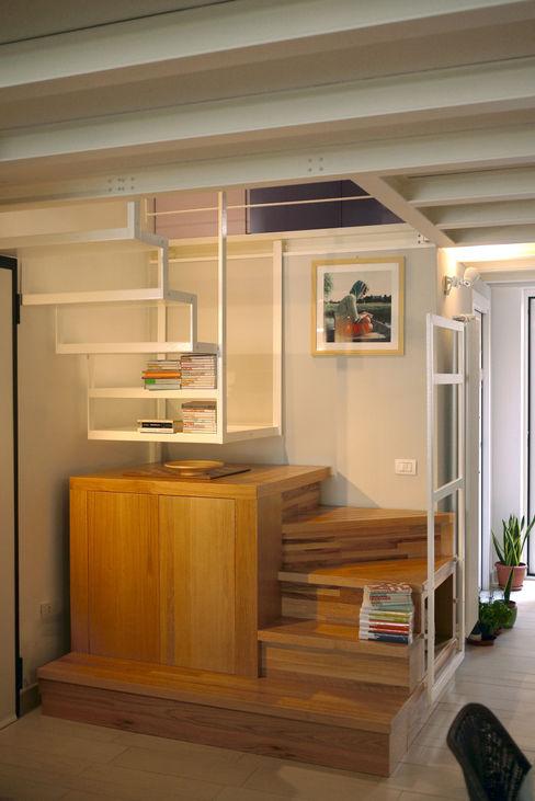 Casa CM Nicola Sacco Architetto Ingresso, Corridoio & Scale in stile industriale