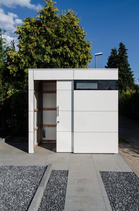 Design Gartenhaus @gart eins design@garten - Alfred Hart - Design Gartenhaus und Balkonschraenke aus Augsburg Moderne Garagen & Schuppen Holz-Kunststoff-Verbund Weiß