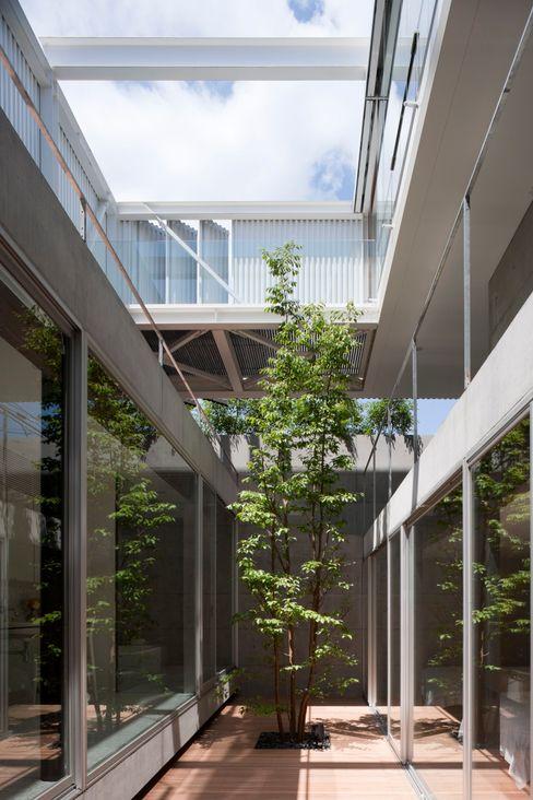 PATIO Yaita and Associaes Moderne tuinen