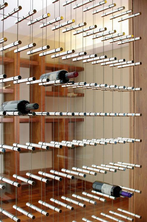 ArquitectosERRE Ruang Penyimpanan Wine/Anggur Modern