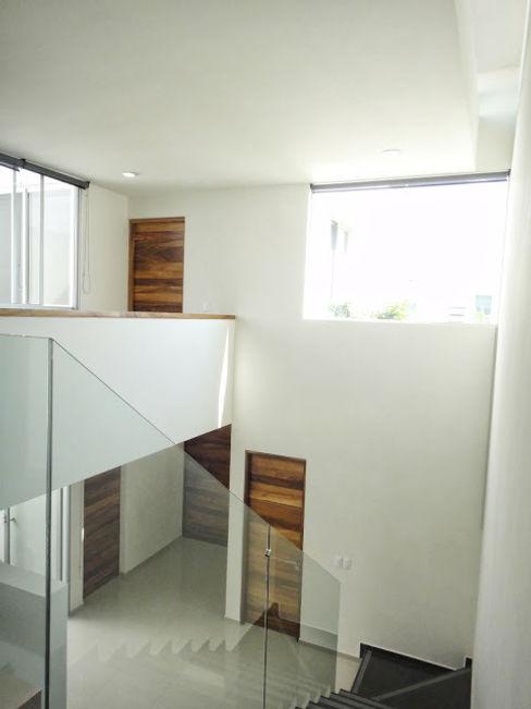 Abraham Cota Paredes Arquitecto Koridor & Tangga Modern