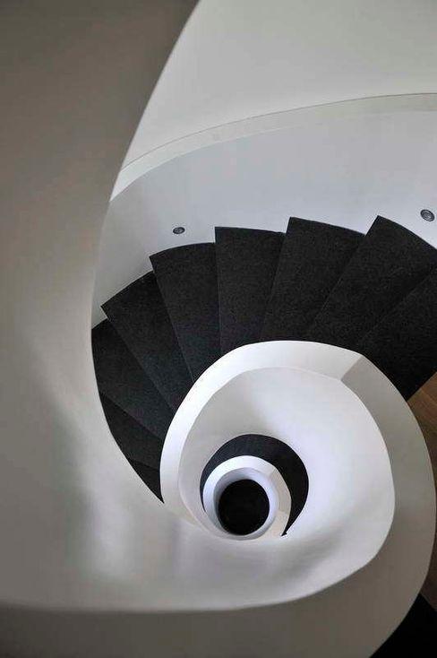 staircase Esra Kazmirci Mimarlik Modern Koridor, Hol & Merdivenler