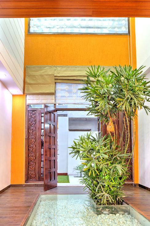 Courtyard Studio An-V-Thot Architects Pvt. Ltd. Modern houses