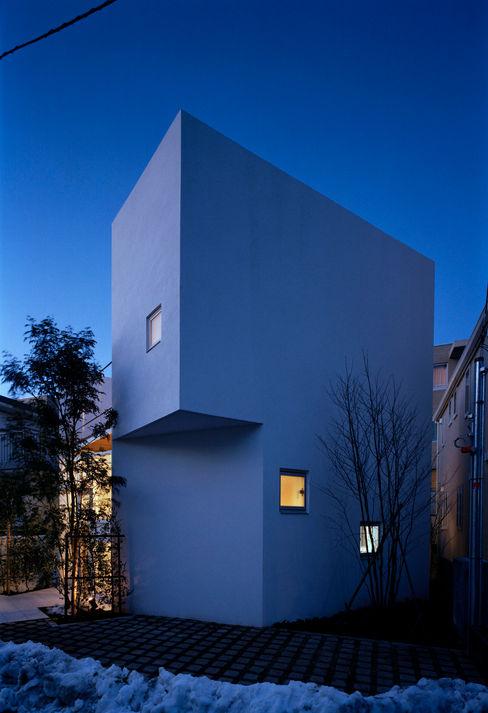 House I 浅井アーキテクツ一級建築士事務所 Modern style rooms