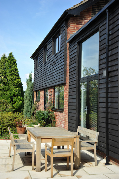A South-Facing Patio ArchitectureLIVE Modern houses Wood Black