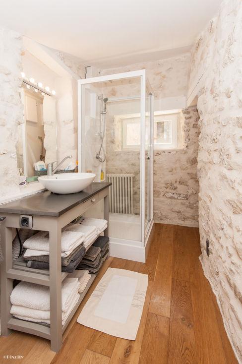 Pixcity Mediterranean style bathroom
