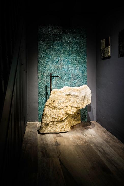 Die Fliese art + design Fliesenhandels GmbH BathroomSinks