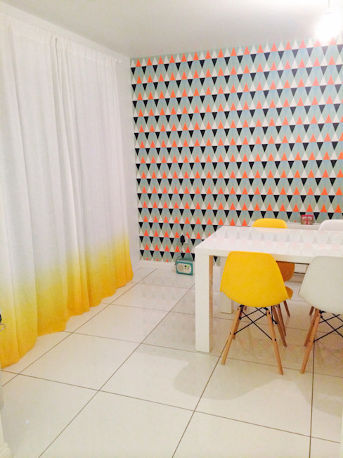 Yellow Ombre linen curtain by Lovely Home Idea LOVELY HOME IDEA Windows & doors Curtains & drapes