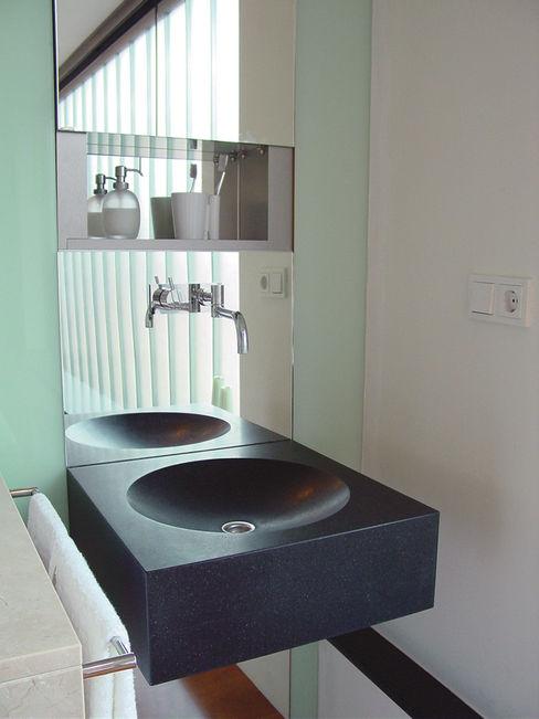 Linea architecten Banheiros modernos