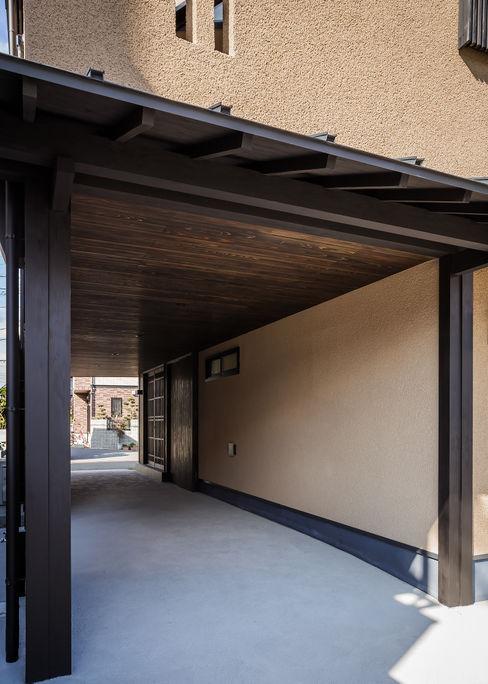 野間の家 傳寶慶子建築研究所 オリジナルデザインの ガレージ・物置