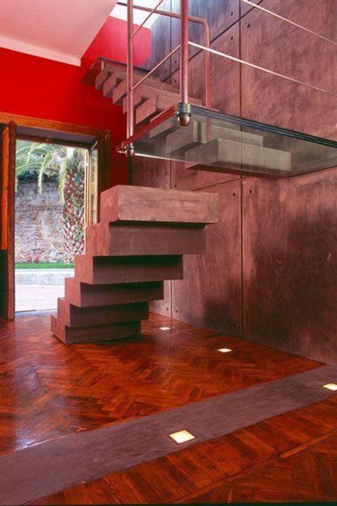 EMC   Architects Workshop Modern corridor, hallway & stairs