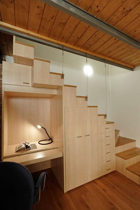 Studio Arch. Matteo Calvi Modern corridor, hallway & stairs
