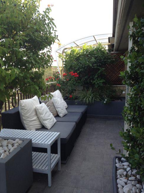 attico a Roma architetto Roberta Galantino Balcone, Veranda & Terrazza in stile minimalista