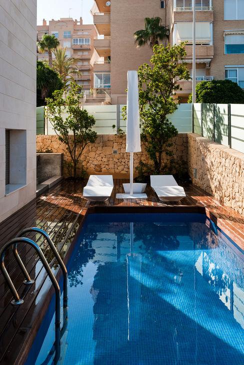 Diseño de jardín y estanque en vivienda de lujo. David Jiménez. Arquitectura y paisaje Piscinas de estilo clásico