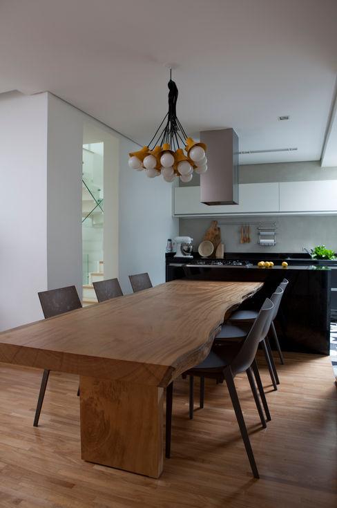 Casa do Itaim Consuelo Jorge Arquitetos Salas de jantar modernas