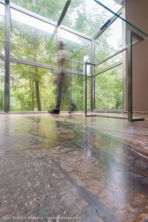 homify Walls & flooringWall & floor coverings