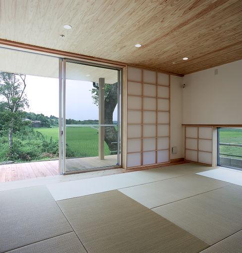 寝室 ㈱ライフ建築設計事務所 モダンスタイルの寝室