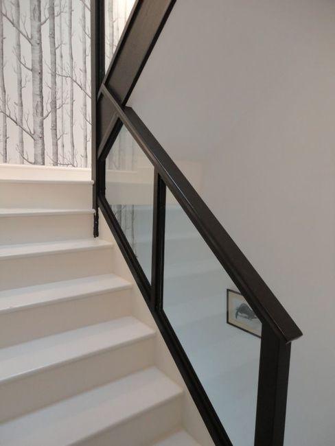 Renowacja klatki schodowej Izabela Widomska Interiors Eklektyczny korytarz, przedpokój i schody