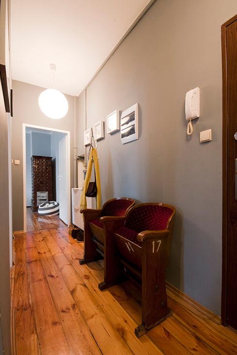 Za murami za dachami Modern corridor, hallway & stairs