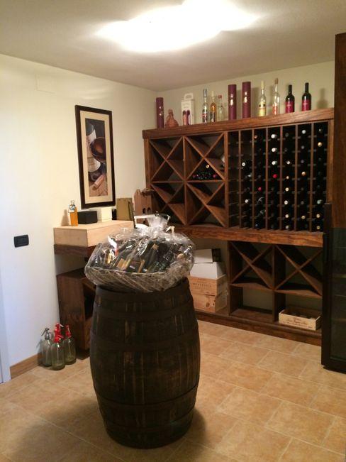 Taverna di rovere con sapore di vino Falegnameria Ferrari Cantina in stile rustico