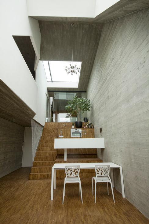cj_5 - housing in urban density Caramel architekten Ausgefallene Küchen