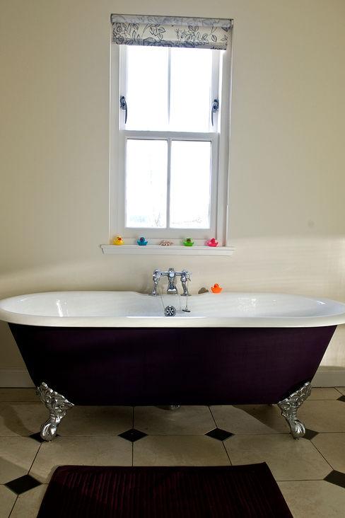 Craigentath, Blairs, Aberdeenshire Roundhouse Architecture Ltd BathroomBathtubs & showers