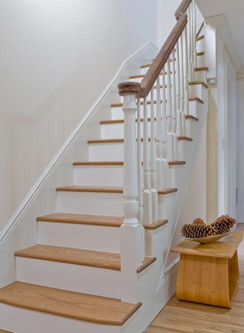 Brooklyn Heights Addition Ben Herzog Architect Pasillos, vestíbulos y escaleras de estilo colonial