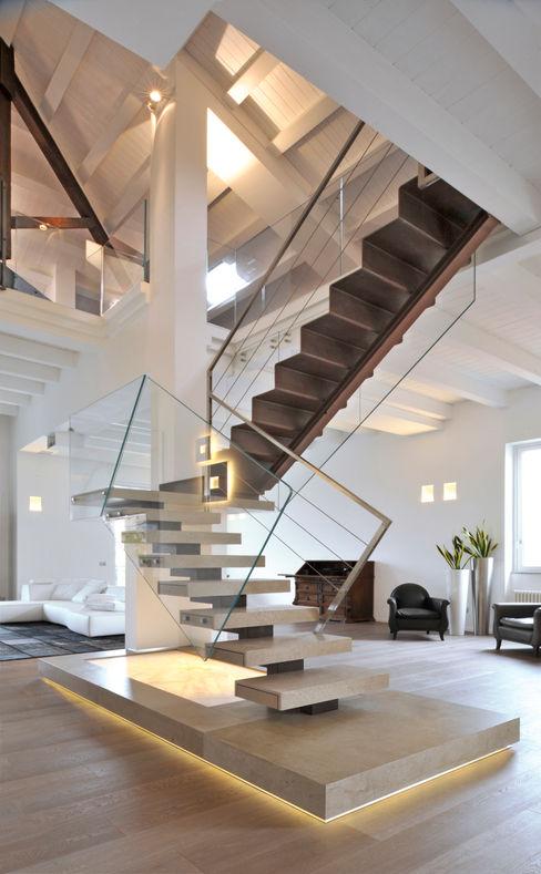 INO PIAZZA studio Corridor, hallway & stairsStairs