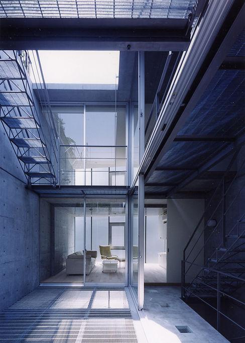 スタジオ4設計 Balcones y terrazas de estilo moderno