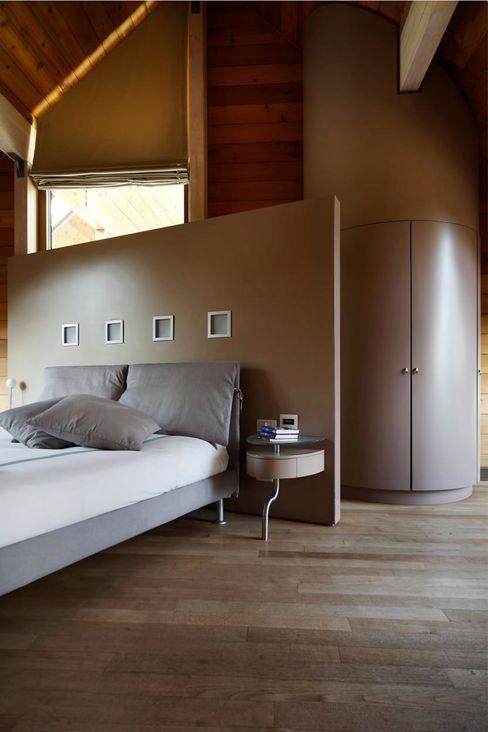 alberico & giachetti architetti associati Modern style bedroom