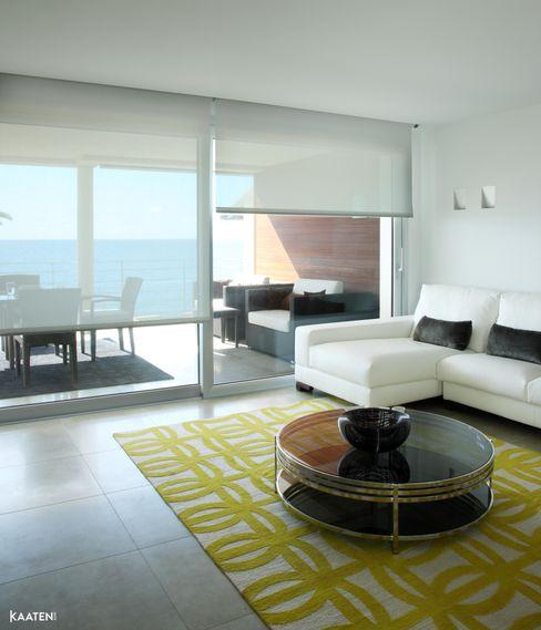 Estor enrollable salón - Kaaten Kaaten Salones de estilo mediterráneo