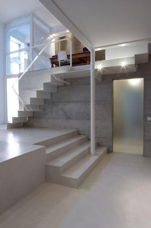 Loft a Milano luca bianchi architetto Soggiorno in stile industriale