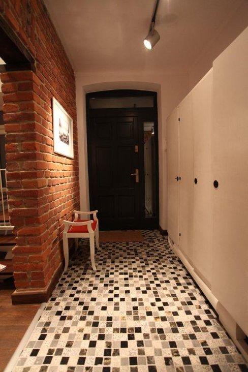 ksawery brick house REFORM Konrad Grodziński Nowoczesny korytarz, przedpokój i schody