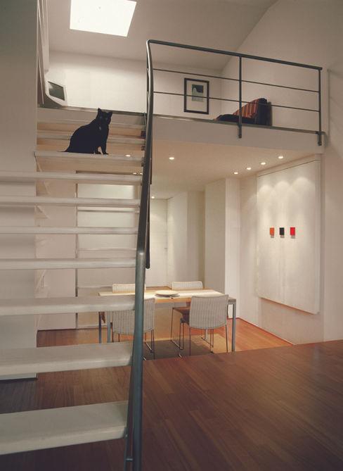 Appartamento sottotetto nel centro di Firenze ARCABI ASSOCIATES Soggiorno moderno