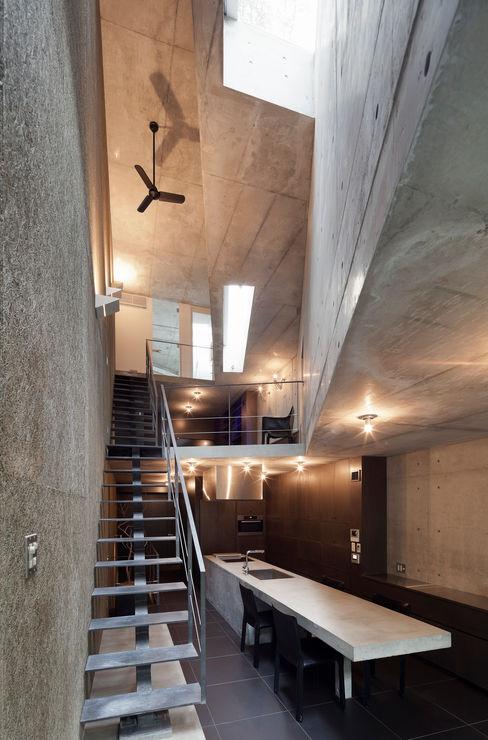 内観:ダイニング プライム建築都市研究所 ミニマルデザインの ダイニング