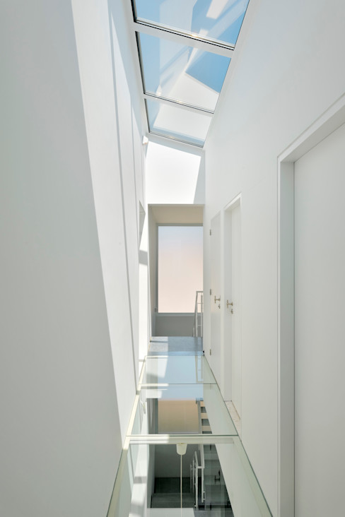 atelier d'architecture FORMa* Modern Corridor, Hallway and Staircase