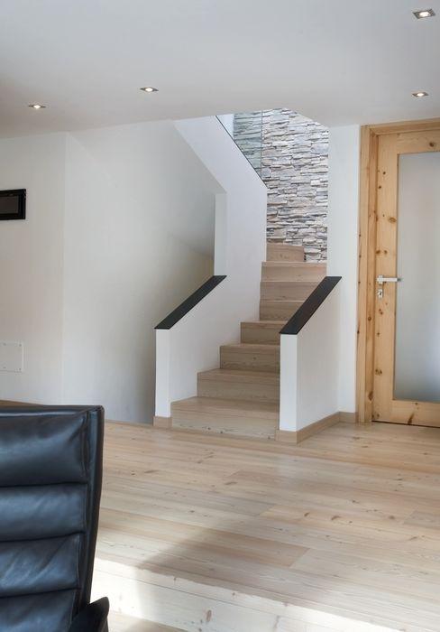 BEARprogetti Modern corridor, hallway & stairs