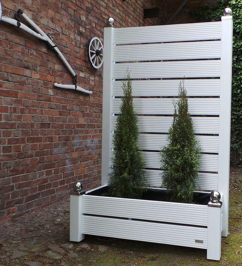 Hier ein Secret Garden Sichtschutz mit 2-reihigem Pflanzkasten Designwerkstatt-Kirk GartenZäune und Sichtschutzwände