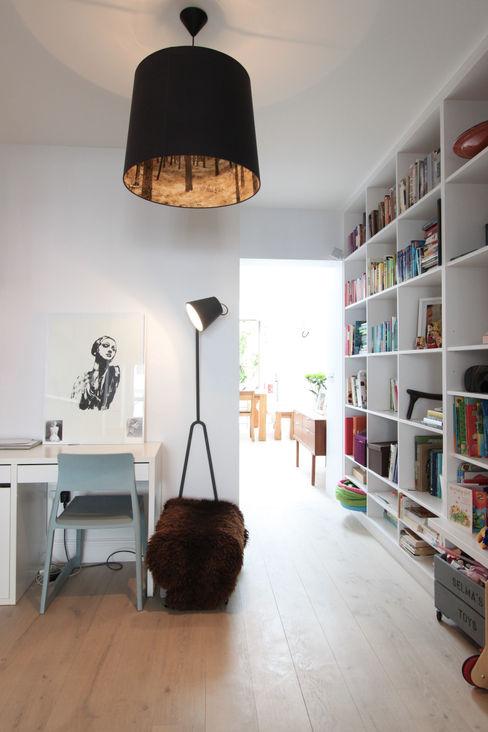 MN Residence deDraft Ltd Salas de estilo escandinavo