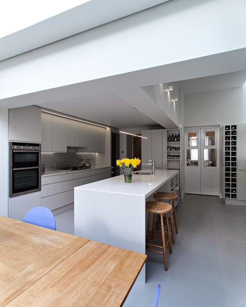 Highbury Town House APE Architecture & Design Ltd. ห้องครัว