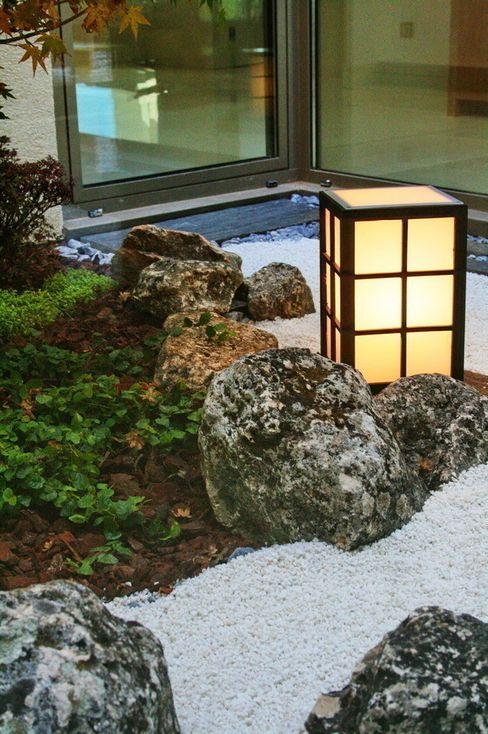 Jardines Japoneses -- Estudio de Paisajismo Modern conservatory
